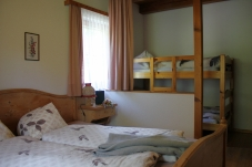 Appartements C und D, Halbwand zum Stockbett